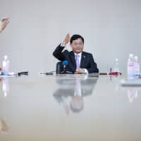 Nobuaki Kurumatani, chief executive officer and chairman of Toshiba Corp., gestures as reporters raise their hands for questions during a group interview in Tokyo in April 2018. | BLOOMBERG