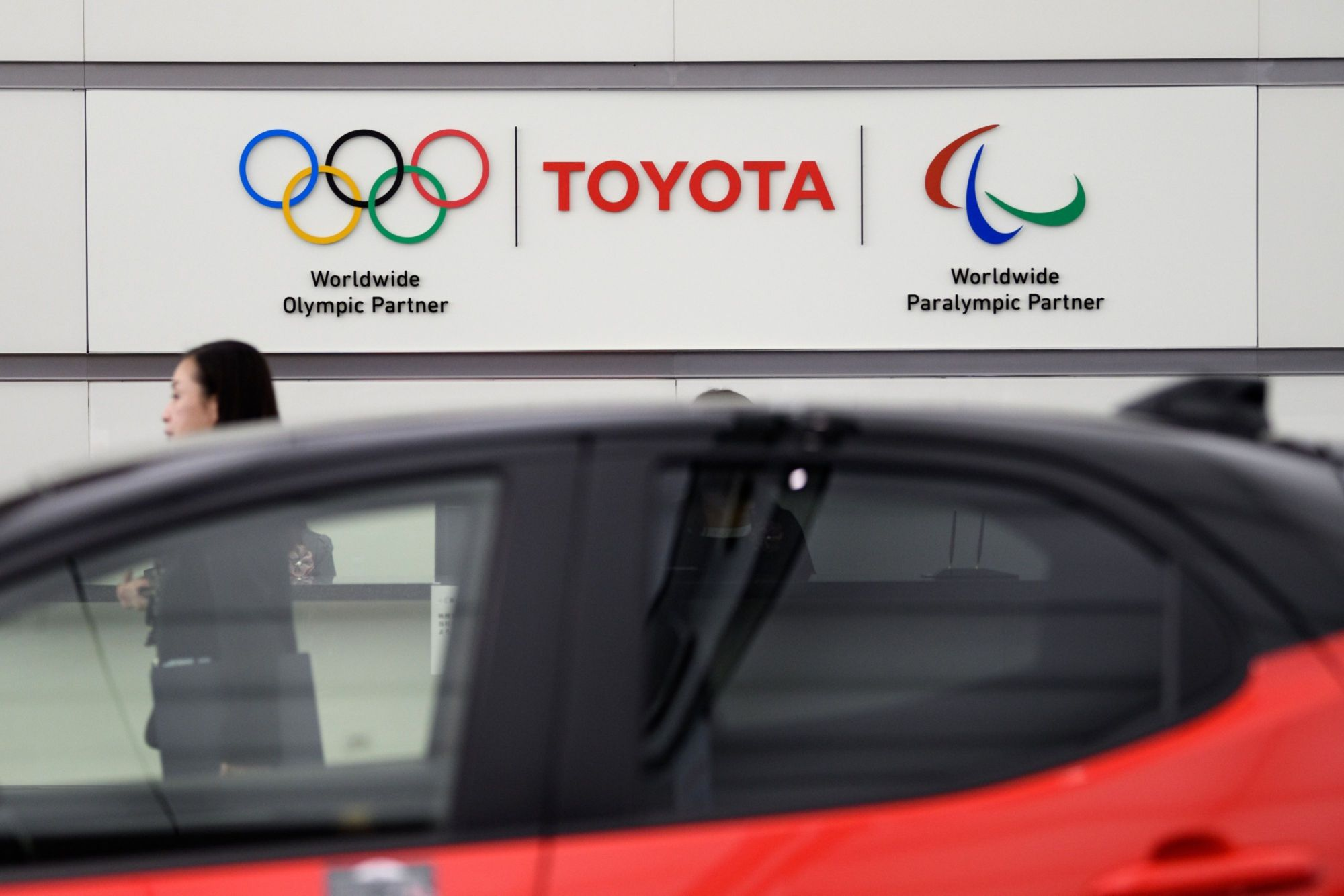 Toyota Motor Corp.'s union is reportedly planning to propose a merit-based pay raise system for its members — a move that could be a game changer in Japan's annual shuntō wage talks.   BLOOMBERG
