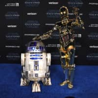 R2-D2 and C-3PO arrive for the world premiere of Disney's 'Star Wars: Rise of Skywalker' at the TCL Chinese Theatre in Hollywood earlier this month. | AFP-JIJI