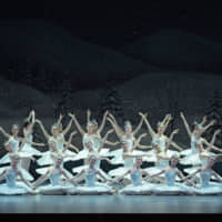 Caught in a flurry: The corps de ballet of the New National Theatre, Tokyo, performs a magical snow scene from 'The Nutcracker and the Mouse King.' | © TAKASHI SHIKAMA