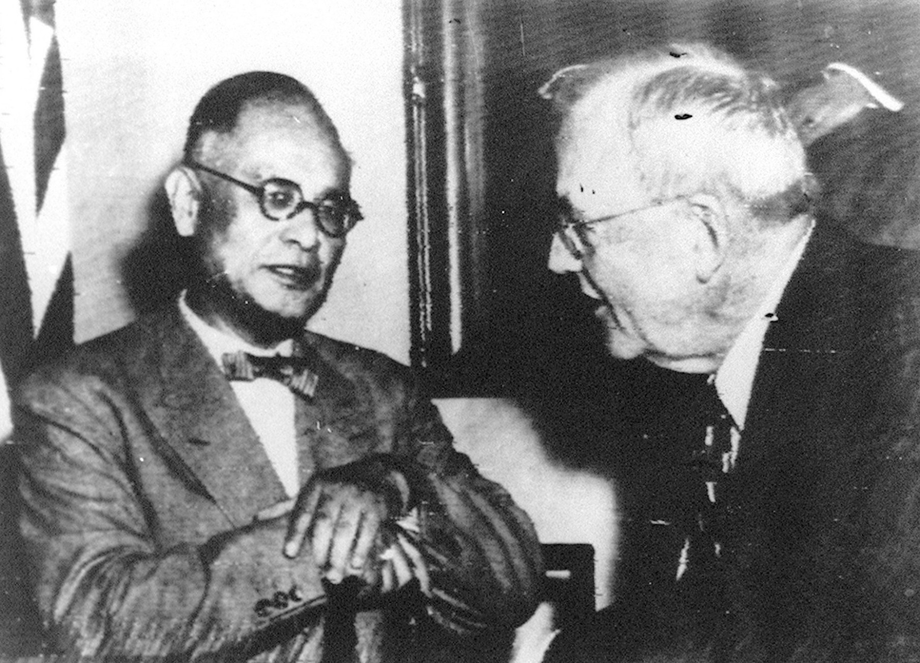 Foreign Minister Mamoru Shigemitsu meets U.S. Secretary of State John Foster Dulles in August 1955 in Washington. | KYODO