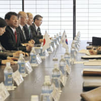 Prime Minister Yoshihiko Noda (left) and then-President Lee Myung-bak (right) of South Korea hold talks at the Kyoto State Guesthouse in December 2011. | POOL / VIA KYODO