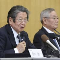 Keiichi Tadaki (left), the head of the third-party panel investigating the gift scandal at Kansai Electric Power Co., speaks at a news conference at the utility's headquarters in Osaka. | KYODO