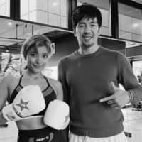 Fashion model Rola (left) is among the members of a kickboxing gym run by celebrity trainer Akeomi Nitta (right). | COURTESY OF BUNGELINGBAY / VIA KYODO