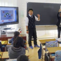 The government plans to increase the number of teachers at public elementary and junior high schools in fiscal 2020. | KYODO