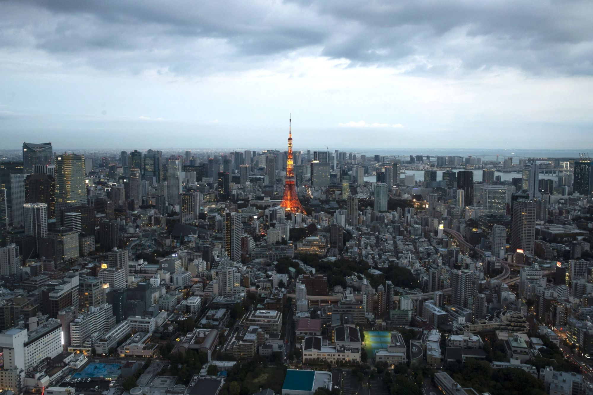 The Tokyo Metropolitan Government aims to achieve net-zero carbon dioxide emissions by 2050, according to a blueprint of its strategy unveiled on Friday.   BLOOMBERG