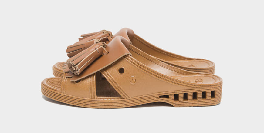 Nishibe Chemical's bensan toilet sandals, updated with leather accessories by design brand Bench