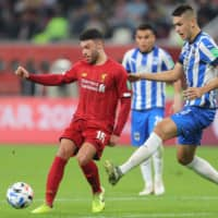 Liverpool midfielder Alex Oxlade-Chamberlain (left) competes in a Club World Cup semifinal match against Mexican club Monterrey on Dec. 18 in Doha. | AFP-JIJI