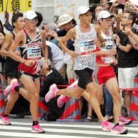Shogo Nakamura (right) and other runners wear Nike's Vaporfly shoes as they race at the Marathon Grand Championship, a test event for the 2020 Tokyo Olympics, last September. | KYODO