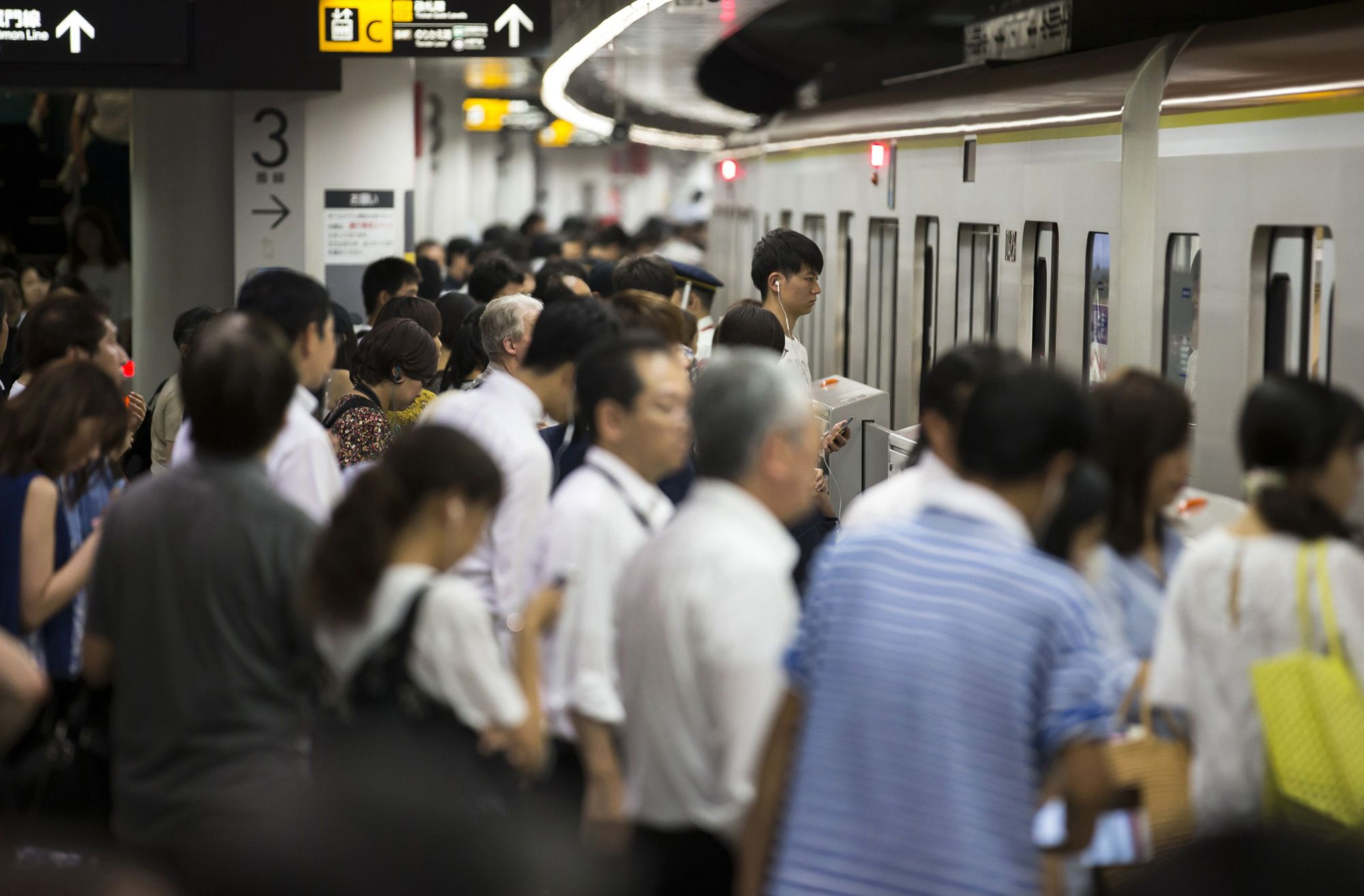 Mitsubishi Chemical Holdings Corp. will take part in a government plan to help reduce traffic congestion during the Olympics and Paralympics by allowing employees to work remotely instead of commuting. | BLOOMBERG