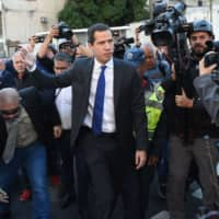 Guaido bursts in to reclaim Venezuela's National Assembly