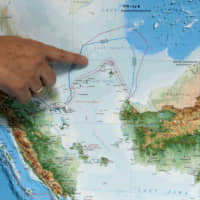 Indonesian Deputy Minister for Maritime Affairs Arif Havas Oegroseno points to the North Natuna Sea on a new map of Indonesia during talks with reporters in Jakarta in 2017.   REUTERS