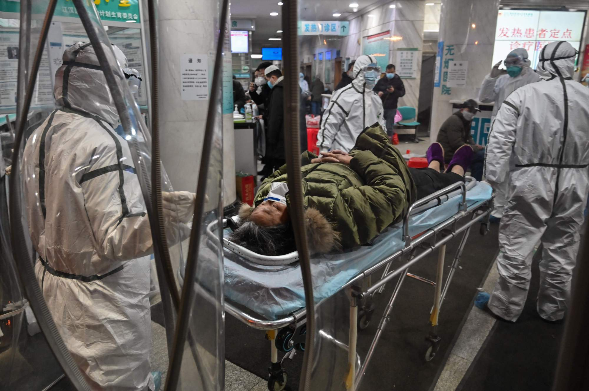A patient is wheeled into the Wuhan Red Cross Hospital in the Chinese city Saturday.   AFP-JIJI