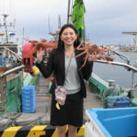 Shiho Tateoka helped launch a firm in Hokkaido that delivers fresh seafood such as flounder, shrimp and crab directly to wholesalers, restaurants and consumers nationwide, bypassing Japan's traditional route of going through a local fishery cooperative. | KYODO