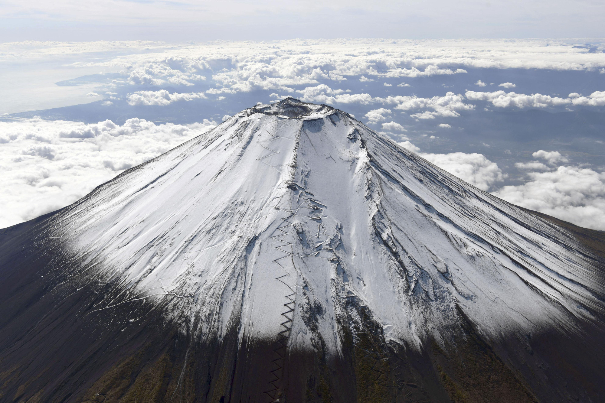 If Mount Fuji were to erupt, it could cause up to ¥2.5 trillion in damage. | KYODO