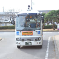 This self-driving bus successfully completed a nine-day test in Gunma Prefecture in December by ferrying passengers between Shibukawa and Maebashi while making other stops along the way. | OSAMU TSUKIMORI