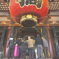 Foreign tourists spent record ¥4.8 trillion here in 2019, tourism agency figures show