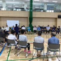 Volunteers meet with athletes with disabilities during a workshop run by the Tokyo Metropolitan Government. | KYODO