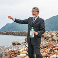 SUENAGA Michinao was born and raised in Tsushima. Presently, he is working on organizing talks on the islands and beyond to inform audiences about Tsushima's ocean garbage problem.
