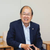 ITO Keiichiro, representative director of Wasara Co., previously served as president of a tableware package manufacturer founded over 100 years ago. In 2005, he began designing sustainable paper containers. Wasara is the product of a three-year development project.
