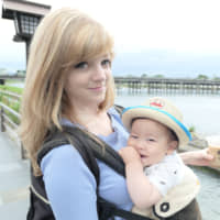 Parents in Japan use YouTube to teach bilingual baby talk that's good for any age
