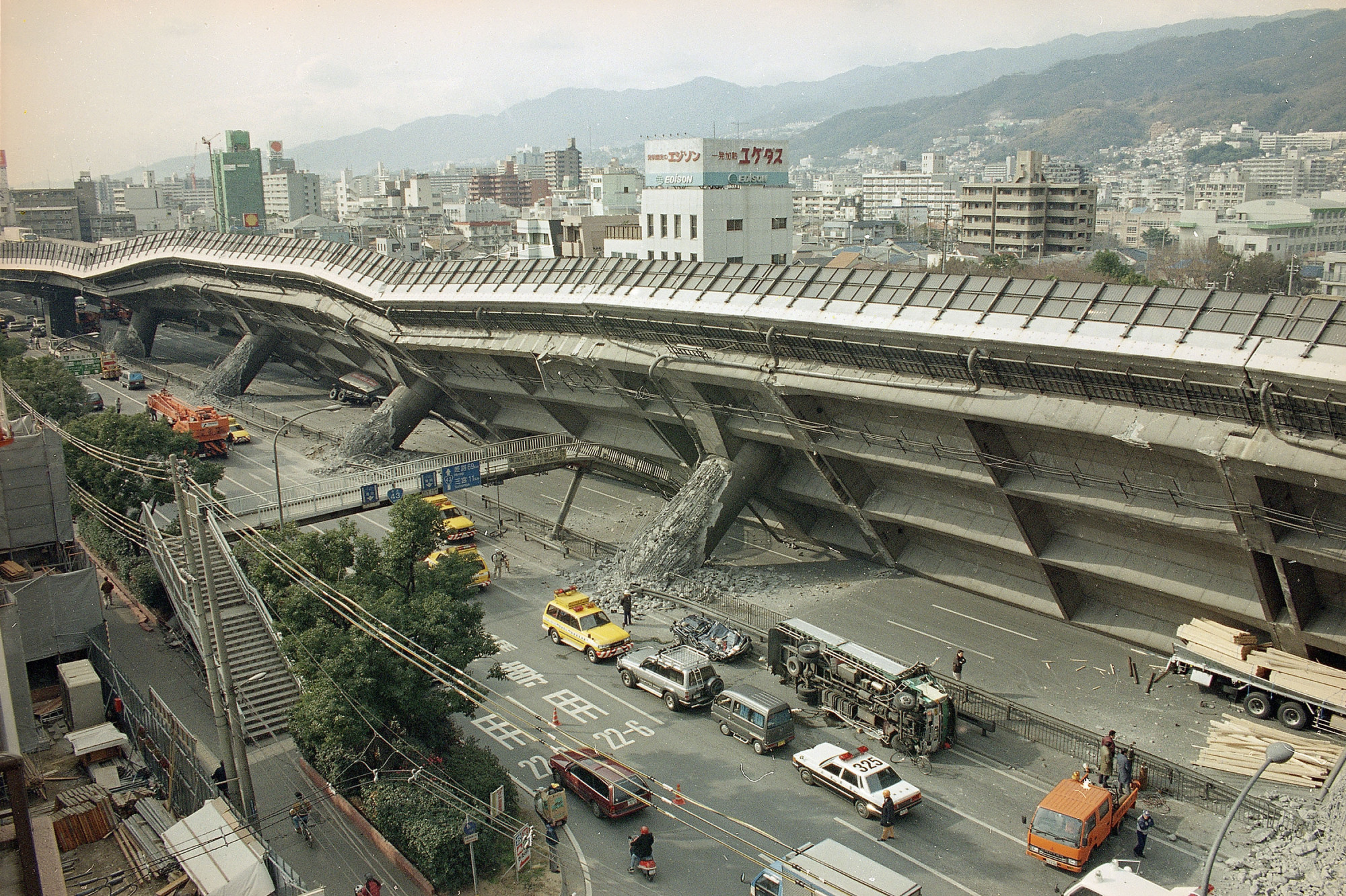 The Kobe-Osaka highway lies toppled on its side in eastern Kobe in the aftermath of the Great Hanshin Earthquake of Jan. 17, 1995. | ASSOCIATED PRESS