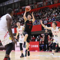 Alvark guard Seiya Ando drives to the basket against the Grouses on Saturday in Tachikawa. Tokyo beat Toyama 82-71. | B. LEAGUE