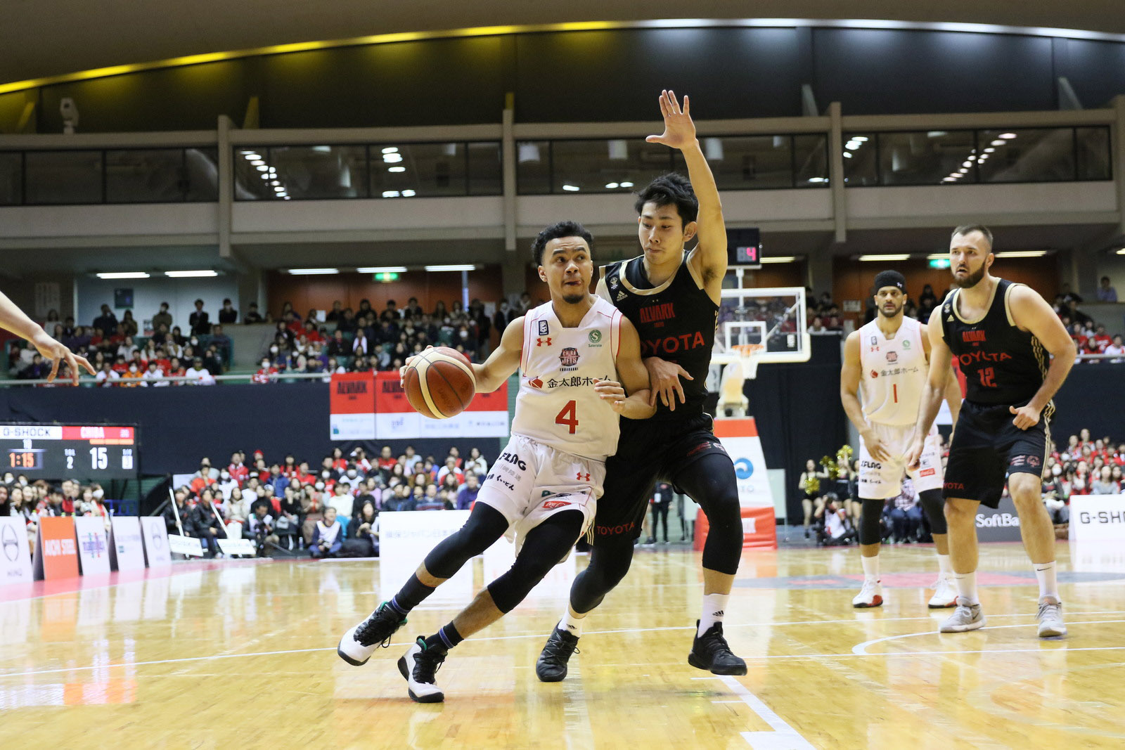 Chiba Jets rookie guard Koh Flippin, seen in action on Sunday against the Alvark Tokyo, is a valuable contributor off the bench for the East Division club. | B. LEAGUE