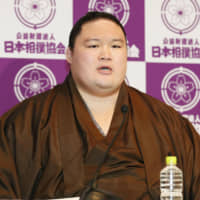 Retired former ozeki Goeido speaks at a news conference at Ryogoku Kokugikan on Wednesday. | KYODO