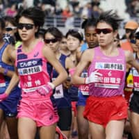 Mizuki Matsuda (No. 6) runs during the Osaka Women's Marathon on Sunday in Osaka. Matsuda won the race, which was also a qualifier for this summer's Tokyo Games. | KYODO
