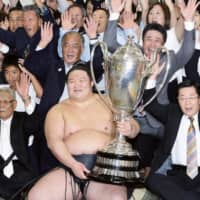 Ozeki Goeido, who won his only Emperor's Cup in the Autumn Grand Sumo Tournament in September 2016, announced his retirement Tuesday. | KYODO