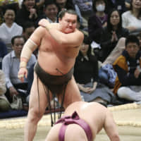 Yokozuna Hakuho, who has 43 Emperor's Cups under his belt, looks for his first championship at the New Year Grand Sumo Tournament since 2015. | KYODO