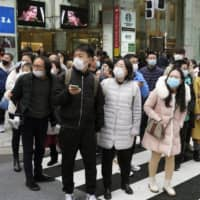 Chinese tourists wear masks in Tokyo on Jan. 26 amid the spread of pneumonia caused by a new coronavirus from the central Chinese city of Wuhan. | KYODO