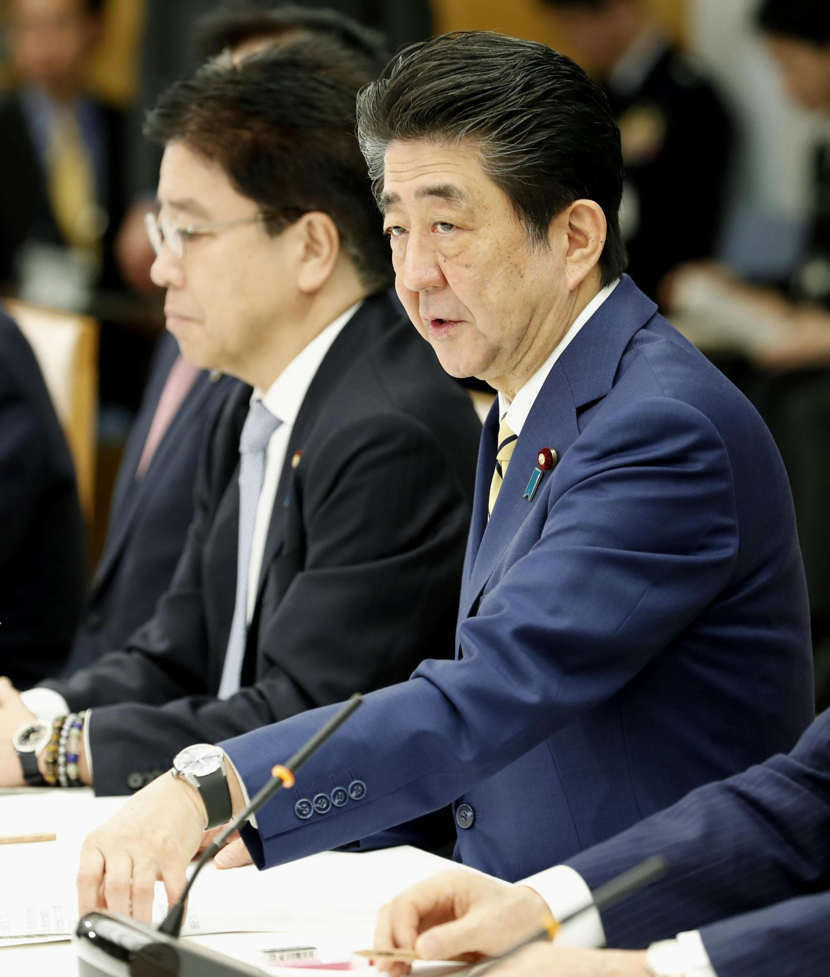 Prime Minister Shinzo Abe addresses a meeting of Cabinet ministers in charge of dealing with the coronavirus outbreak Saturday at his office in Tokyo. | KYODO