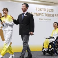 Actress Satomi Ishihara (left), Japanese Tokyo Paralympics delegation chief Junichi Kawai (center) and three-time Paralympic shooter Aki Taguchi leave following a news conference discussing the Paralympic torch relay, in Tokyo's Chuo Ward in November. | KYODO