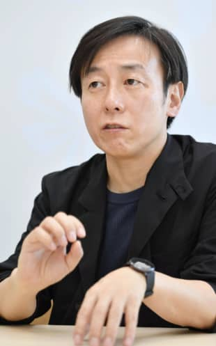 Yoshihisa Aono, president of software development firm Cybozu Inc., is seeking a change to the Family Register Law that would give people in Japan the right to use their premarital surnames upon marriage. | KYODO