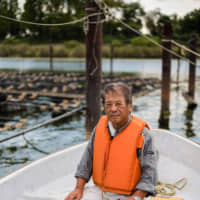 Pearl farmers working near Lake Biwa have been struggling financially since the late 1980s. | PHILIPPE VOISIN