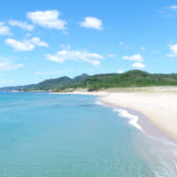 Kotohikihama beach features distinctive white sands that make a 'singing' sound when walked upon. The beach's cleanliness is due to local longstanding environmental efforts. | KYOTANGO CITY TOURISM ASSOCIATION