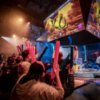 An esports competition in Paris draws a large and enthusiastic crowd. Japan has lagged behind the rest of the world in competitive video games. | STEPHANIE LINDGREN / RED BULL CONTENT POOL