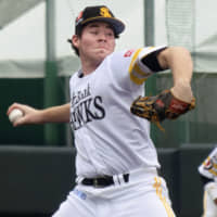 Carter Stewart pitches for the Hawks' san-gun (third team) squad on July 9, 2019. | KYODO