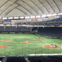 The Yomiuri Giants and Tokyo Yakult Swallows play a spring training game on Saturday without fans in the stands at Tokyo Dome. NPB teams are complying with government wishes to limit large gatherings to help prevent the spread of the COVID-19 virus. | JASON COSKREY