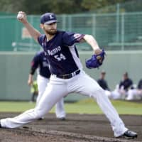 Lions pitcher Zach Neal delivers during a practice game against the Buffaloes on Wednesday. | KYODO