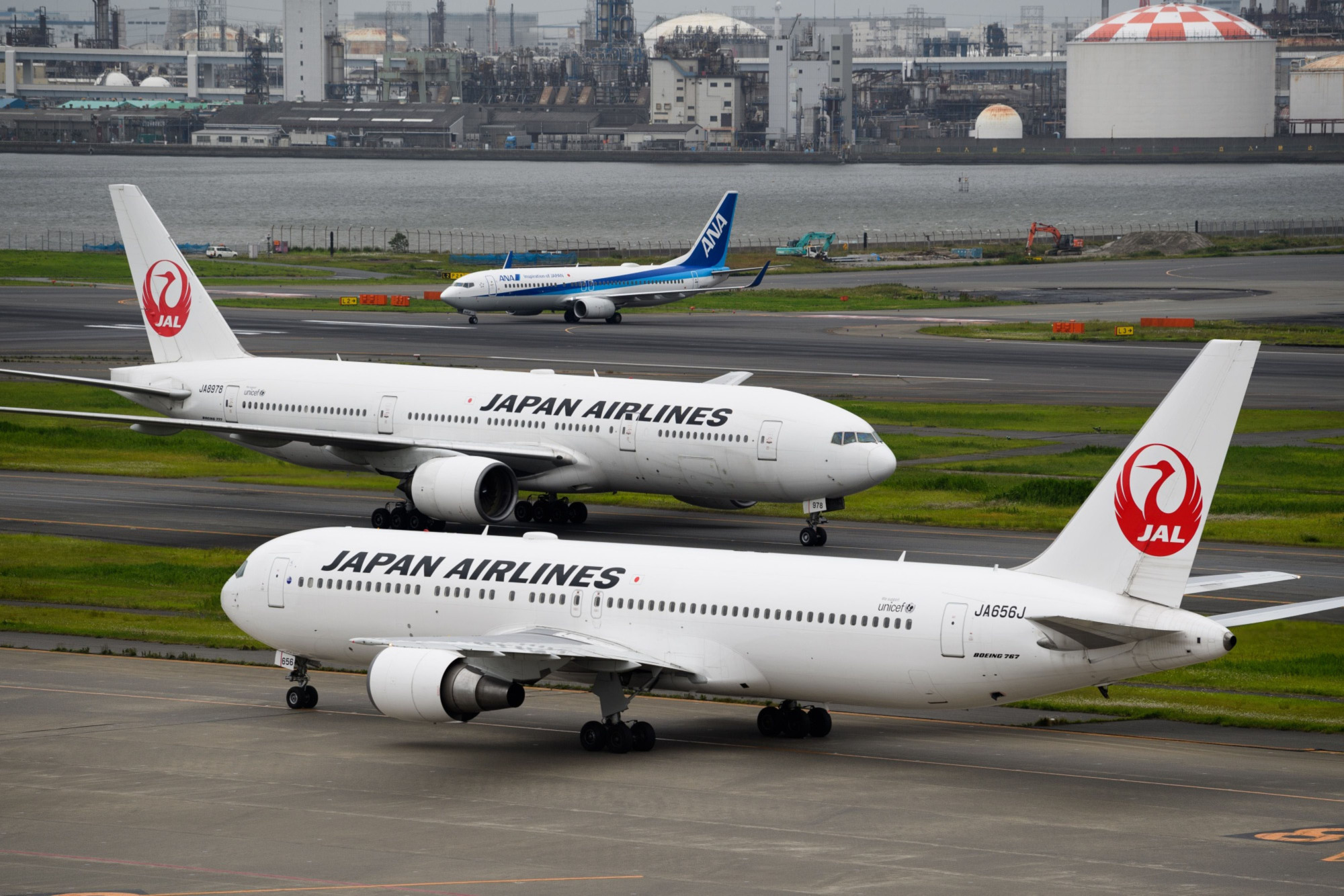 Japanese airlines could see a ¥1 trillion revenue drop from the coronavirus pandemic. | BLOOMBERG