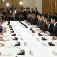 The government holds a meeting on the coronavirus crisis at the Prime Minister's Office on Thursday. The government is considering a ¥30 trillion stimulus package. | KYODO