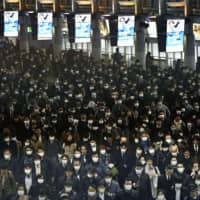 Commuters crowd Shinagawa Station in Tokyo on Wednesday. | KYODO