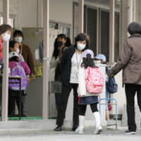 Experts raise doubts that Japan school closures will curb coronavirus