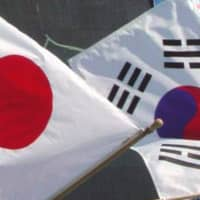 South Korea said it will freeze a visa-waiver program for Japanese on Monday in response to travel restrictions imposed by Tokyo. | KYODO
