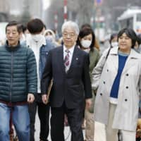 Plaintiffs seeking compensation from the government and Tepco over the 2011 nuclear disaster at the Fukushima No. 1 plant that prompted them to evacuate their homes in Fukushima Prefecture head to the Sapporo District Court on Tuesday. | KYODO