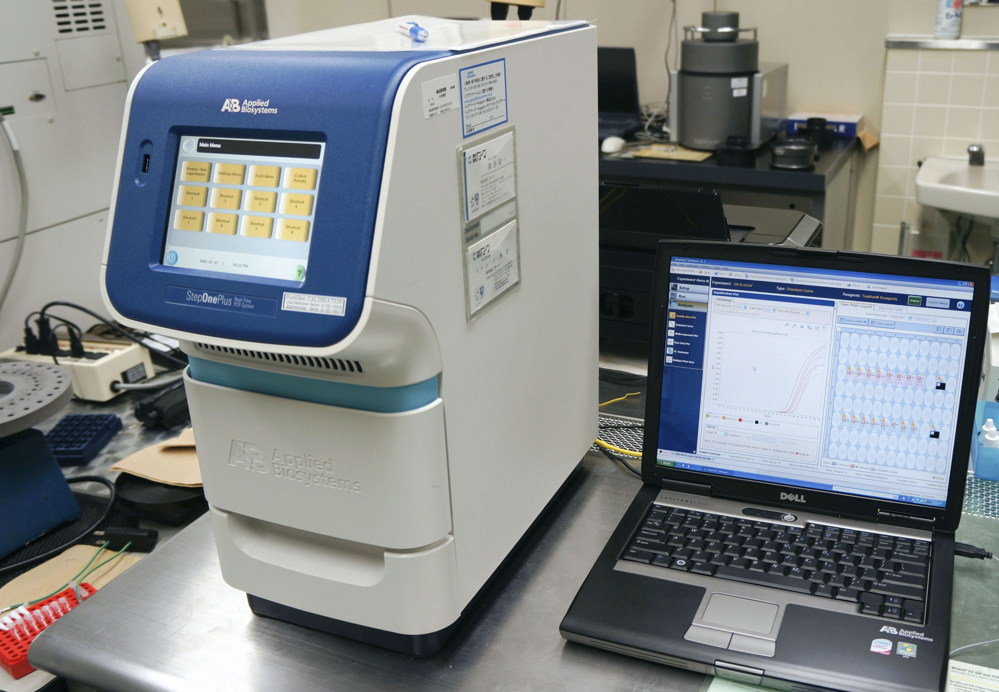 Equipment used in testing for the new coronavirus | GIFU PREFECTURAL RESEARCH INSTITUTE FOR HEALTH AND ENVIRONMENTAL SCIENCES / VIA KYODO