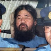 Aum Shinrikyo founder Shoko Asahara is transferred to the Metropolitan Police Department for questioning. Asahara, whose real name was Chizuo Matsumoto, was hanged on July 6, 2018.   KYODO